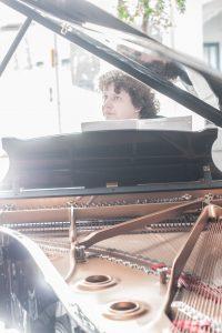 Hans Jacob Nejsum Clausen på klaver
