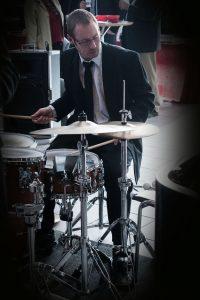 Christian P. Marklund på trommer
