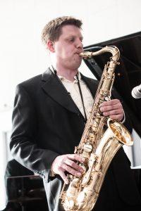 Filip Skjerning på saxofoner